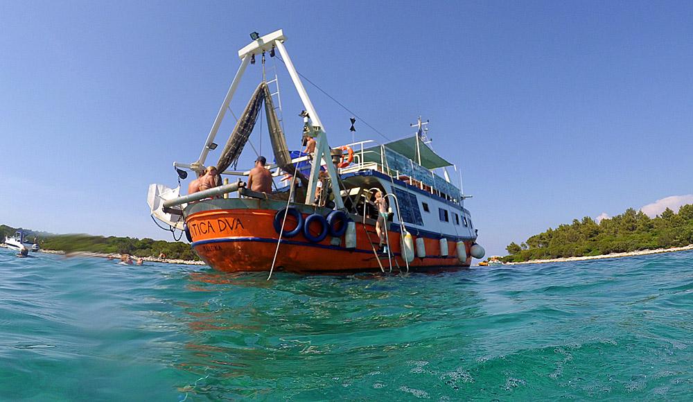 Ribarsko-turistički brod Zlatica 2